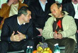 Presa de azi: Becali se caieste, in genunchi, in fata lui Basescu