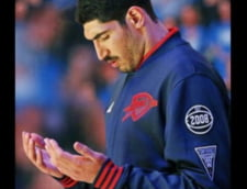 Presa internationala a comentat pe larg retinerea baschetbalistului NBA Enes Kanter in Romania