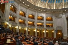 Presati de protestele de strada, deputatii au amanat votul pentru eliminarea pensiilor speciale