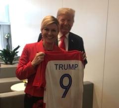 Presedintele Croatiei a dus Mondialul la summit-ul NATO: Iata ce cadouri a avut pentru Trump si Theresa May