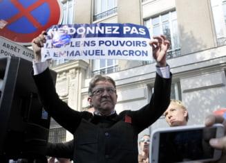 Presedintele Frantei este amenintat de extrema stanga cu inlaturarea de la putere: Strazile i-au doborat pe regi
