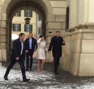 """Presedintele Iohannis participa, impreuna cu sotia, la slujba de la Biserica Romano-Catolica """"Sfanta Treime"""" din Sibiu"""