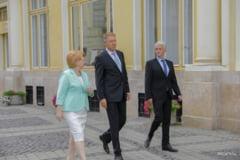 Presedintele Klaus Iohannis a vizitat o expozitie de fotografie in aer liber la Sibiu impreuna cu candidatii FDGR pentru alegerile locale