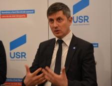Presedintele USR: Am vazut aseara exercitiul de prosternare a activului national al PSD la picioarele lui Liviu Dragnea