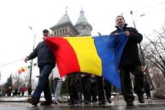 Presedintele ales Iohannis participa la parada de 1 Decembrie la Alba Iulia, iar premierul Ponta si presedintele Basescu la Bucuresti