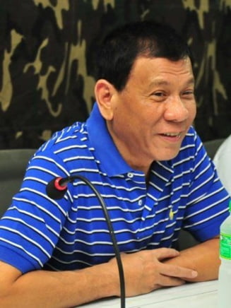 Presedintele filipinez socheaza din nou: Ameninta oficialii corupti ca-i arunca din elicopter