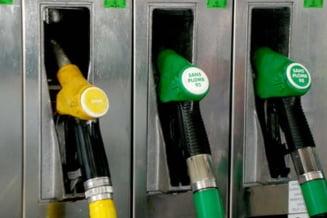 Pretul benzinei creste. Statul mimeaza ingrijorarea