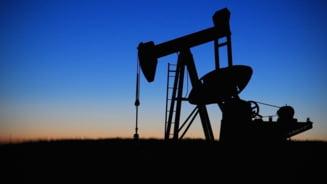 Pretul petrolului, scadere istorica: S-a prabusit cu 25% intr-o singura noapte