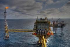 Pretul petrolului scade din cauza temerilor privind amenintarile la redresarea economiei globale