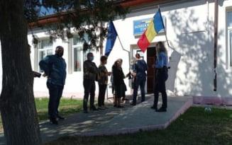 Prezenta extrem de scazuta la referendumul din Buzau si Tintesti VIDEO