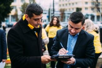 Prietenia dintre George Simion (AUR) si Mihai Chirica (PNL) s-a lasat cu scene sado-maso filmate in Primaria Iasi