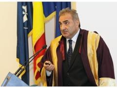 Prim-viceguvernatorului Bancii Nationale a Romaniei, Doctor Honoris Causa la Bacau