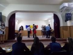 Prima editie a Balului Martisorului la Liceul Teoretic din Teius. Probe de cultura generala, indemanare si karaoke