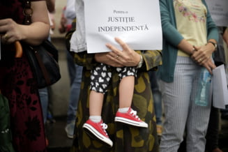 Prima instanta din Romania care anunta suspendarea activitatii din cauza OUG lui Toader. Magistratii au iesit in strada (Foto&Video)