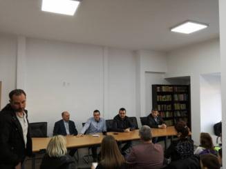 Prima lectie la Biblioteca din Ferentari: Un parlamentar, daca minte, este schimbat
