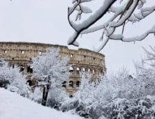 Prima ninsoare din ultimii sase ani din Roma a inchis scolile si Colosseumul (Video & Foto)