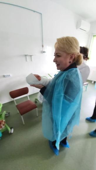 Prima reactie a spitalului unde Dancila si Pintea au luat in brate nou-nascutii. DSP Vrancea face ancheta