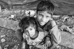 Prima tara din lume afectata de foamete cumplita din cauza schimbarilor climatice. Locuitorii mananca lacuste, frunze sau noroi