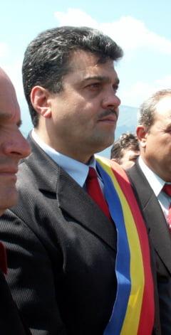 Primar din Hunedoara cercetat de procurori