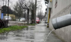 """Primaria Bacau plateste peste 100 de mii de euro pe apa de ploaie. La Compania de Apa, banii vin """"din ceruri""""!"""