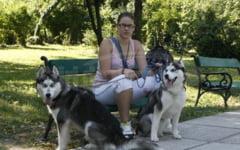 Primaria Buzau a montat in parcuri cosuri pentru mizeria lasata in urma de cainii de companie