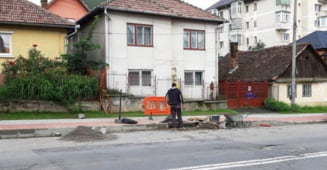"""Primaria Zalau astupa """"groapa biciclistului"""" din Bradet"""