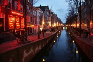 Primaria din Amsterdam vrea sa-i tina pe turisti departe de Cartierul Rosu si de canabis