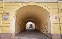 Primaria zugraveste pasajele pietonale din Sibiu. Operatiunea costa 400.000 lei