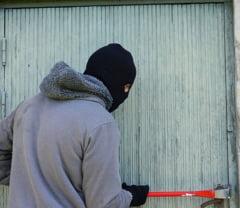 Primarie sparta de hoti: Au furat un seif cu 3.000 de lei si banii pentru indemnizatii