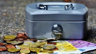 Primarii ieseni care au facut angajari in nestire se plang acum ca au ramas fara bani