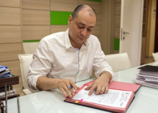 Primarul Baluta obliga scolile sa incheie contracte doar cu anumite firme si cu aprobarea lui. Miza: 21 de milioane de euro
