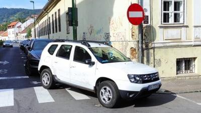 Primarul Brașovului, Allen Coliban, și-a cerut scuze public pentru că a parcat pe o trecere de pietoni