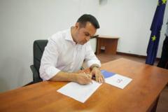 """Primarul Chereches, judecat pentru coruptie, a strans semnaturi pentru """"Fara penali"""""""
