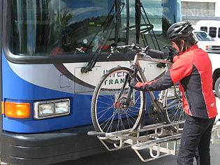 Primarul Clujului vrea autobuze cu suport pentru biciclete
