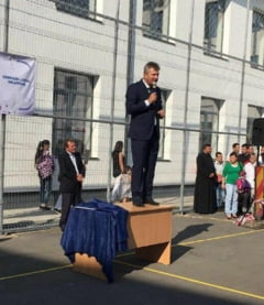 Primarul Pandele s-a suit pe catedra. Reactia ministrului Educatiei