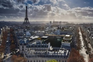 Primarul Parisului Anne Hidalgo vrea sa impuna obligativitatea purtarii mastii de protectie in anumite zone ale capitalei franceze, pentru a indigui al doilea val al epidemiei covid-19