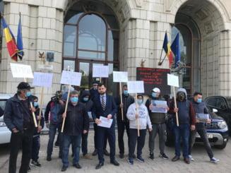 Primarul Ploiestiului a protestat in fata Ministerului Mediului: Moartea vine din aer! (Foto&Video)