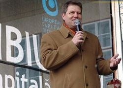 Primarul Sibiului acuza PD-L ca racoleaza primari