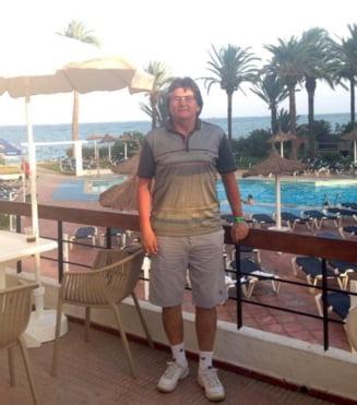 Primarul Timisoarei, aflat in vacanta in Ibiza, isi lanseaza pe Facebook o melodie compusa de el (Video)