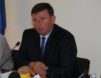 Primarul Vasile Paval isi face campanie electorala dupa ora 16.00