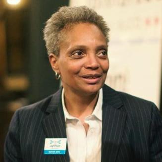 Primarul din Chicago, despre grupurile de barbati care patruleaza inarmati prin oras: Nu acceptam acest gen de paza