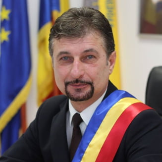 """Primarul din Hunedoara nu vrea sa transforme spitalului municipal in unitate COVID: """"Acesti oameni, parintii si bunicii nostri, ar trebui sa aiba parte de ingrijire in orasul de domiciliu"""""""