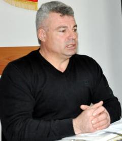 Primarul din Izvoarele, retinut de procurorii Parchetului Slatina
