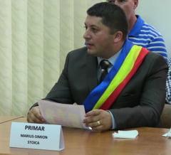 Primarul din Orsova a fost amenintat cu un cutit intr-o benzinarie