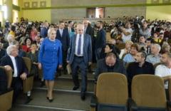 Primarul din Ploiesti le-a vorbit studentilor, de fata cu Dancila, despre competenta, meritocratie si gramatica (Video)
