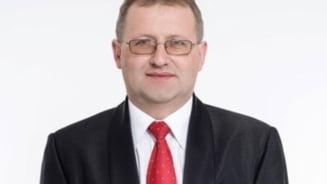 Primarul din Prahova condamnat pentru pornografie infantila ramane definitiv fara mandat. Alegerile pentru primarie vor fi organizate din nou