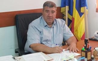 Primarul din Stefanestii de Jos, retinut pentru ca ar fi facut sex cu o minora de 12 ani, a fost pus in libertate
