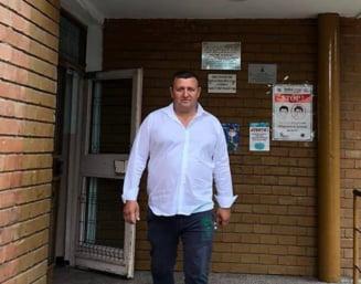 """Primarul din Vaslui care a amenințat Guvernul cu """"furci, coase și securi"""" dacă va decide vaccinarea obligatorie, cercetat de poliție"""