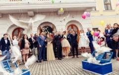 Primarul oficiaza casatorii de Dragobete. Mirii sunt asteptati cu sampanie si porumbei