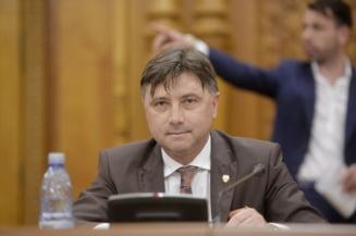 Primele condamnari in dosarul angajarii la Ministerul pentru Relatia cu Parlamentul. Imunitatea l-a scapat pe ministru de ancheta